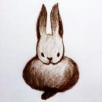 [ウサギあるある1]畳んだ前足を一本だけチラ見せ